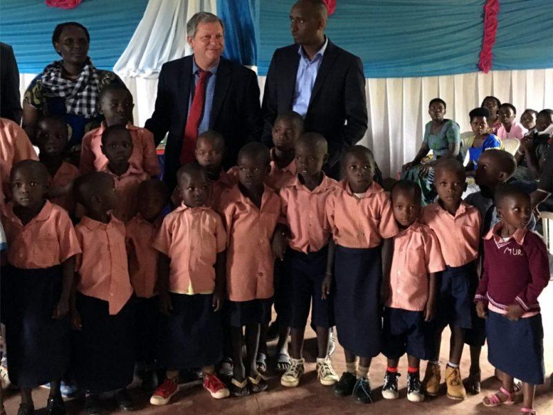 img_Mike-with-Rwandan-children_1920